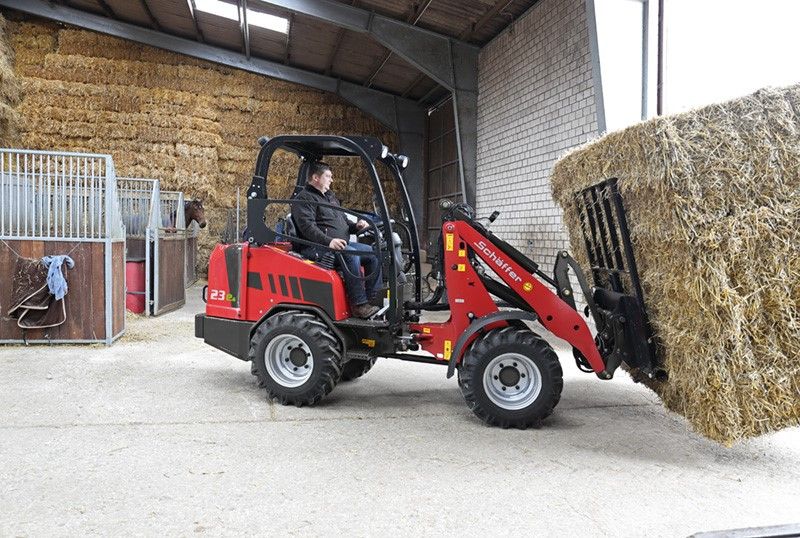 SCHÄFFER 23E: WORLD'S FIRST YARD LOADER WITH LITHIUM-ION BATTERY